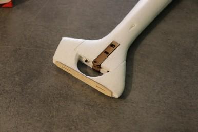 Fixation en place, coller la partie fixe de dérive et son renfort en ctp 1.5mm.
